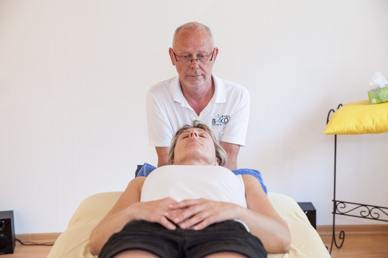 Osteopathiebehandlung bei Physiotherapeut Paul Bacon
